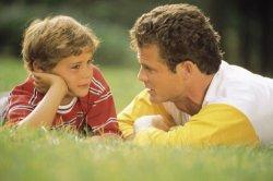 Отец и ребенок-подросток